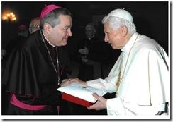 Il Papa Benedetto XVI con il Vescovo di Rossano Marcianò