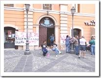 Lavoratori LSU-LPU incatenati dinanzi al Comune di Rossano (1)