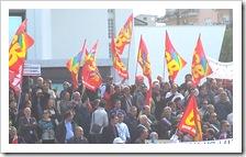 Manifestanti dinanzi al Palazzo della Regione Calabria