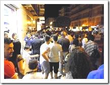 Folla su Via Nazionale